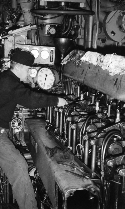 Bb 57 Engine Room: Submarine U3 The Diesel Engine Under Repair